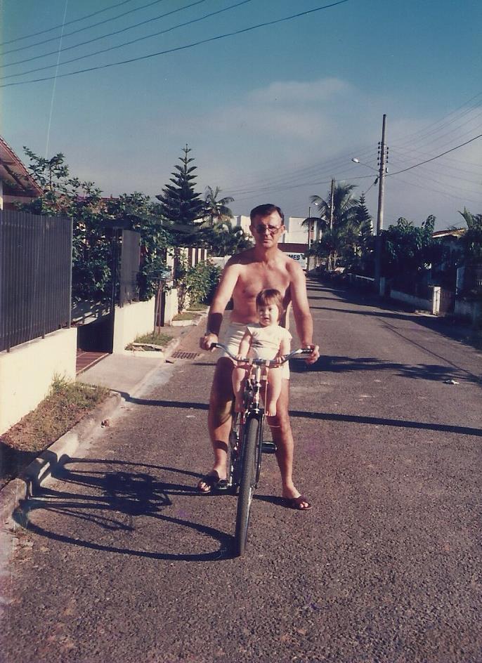 02.Pai_Debora_bike_1986_Aquela_que_pedala_Saudade_que_doi
