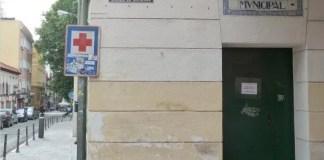 Rótulo original de azulejos de la Biblioteca Municipal de Vallecas