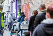 Colas del hambre ante comedores sociales en municipios de la Comunidad de Madrid