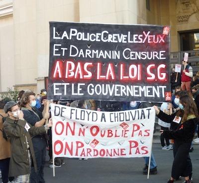 Paris 21NOV2020 pancartas Trocadero