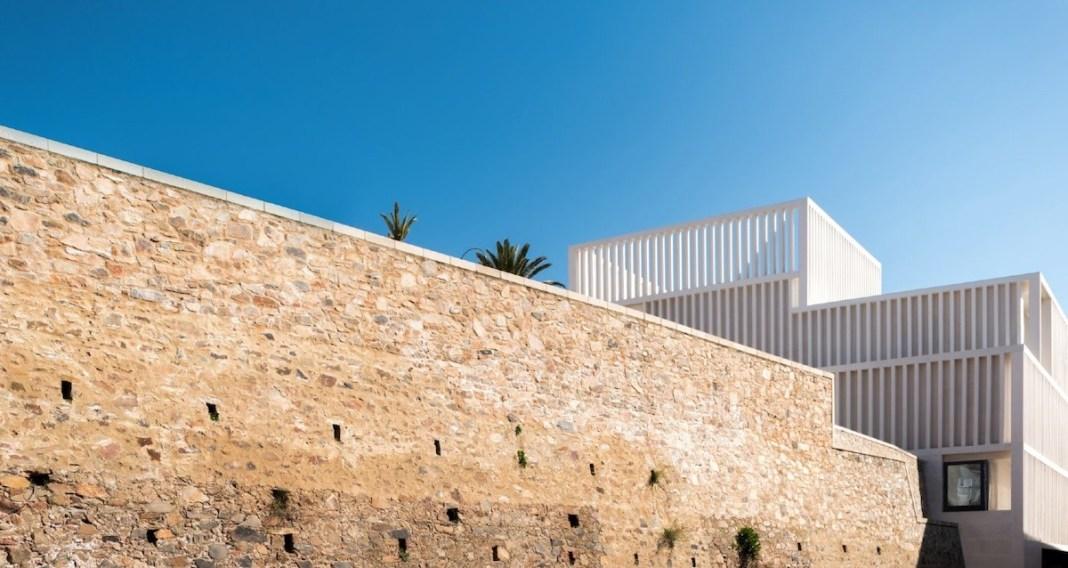 La ampliación del Museo Helga de Alvear se funde con la parte árabe de la muralla