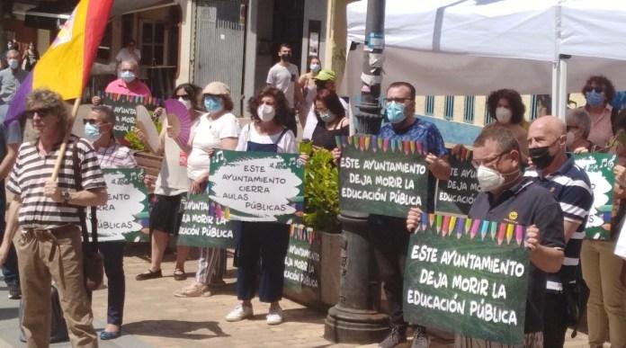 Leganés: vecinos protestan por la falta de aulas públicas. 30MAY2021