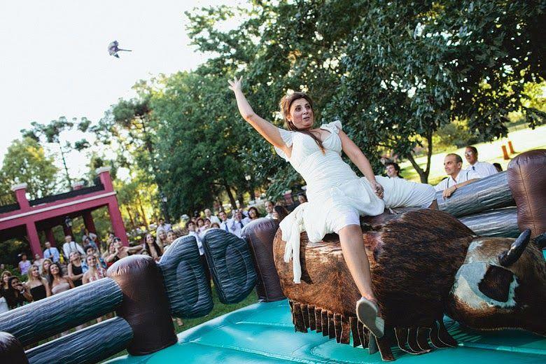 Una idea sorprendente para vuestra boda, un toro mecánico.