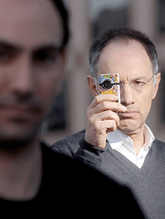 NY Times: Michael Moritz, a venture capitalist who was an early investor in Silicon Valley titans like Google and Yahoo, saw the potential in the Flip video camera, developed by Jonathan Kaplan, foreground. http://is.gd/nxim