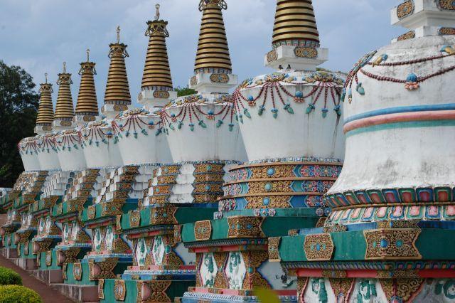 templo tibetano stupas