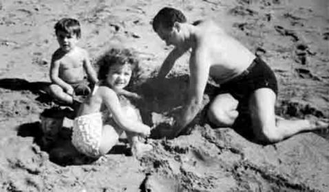 piazzolla com os filhos em mar del plata