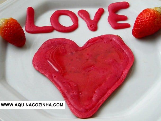 Panqueca doce de coração (para o Dia dos Namorados)