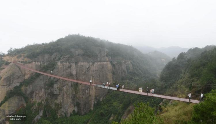 أطول جسر زجاجي في العالم.. تم افتتاحه في الصين