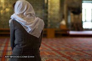 سجادة الصلاة في المنام للعزباء