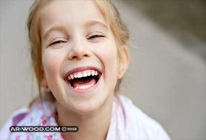 الابتسامة من شخص معين في المنام