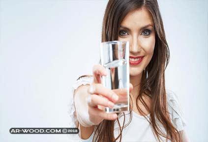 تفسير حلم شرب الماء في كاس