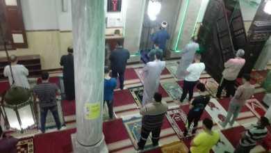 صورة بالصور:  خلال صلاة التراويح رواد المساجد يظهرون وعيًا وتعاونا كبيرين