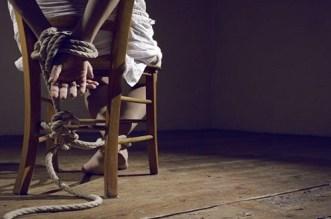 نواحي تارودانت.. استنفار أمني بسبب فيديو يُظهر مجهولا يحتجز ممرضا وحارسا
