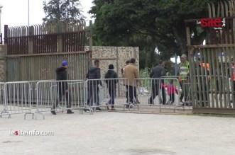 لحظة دخول الجماهير المغربية لمركب محمد الخامس لتشجيع الاسود ضد غينيا