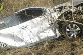 مصرع شخصين وإصابة ثلاثة آخرين بجروح بليغة في حادثة سير مروعة