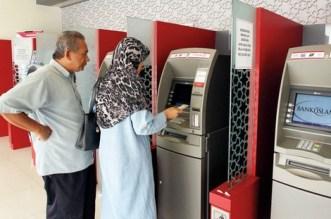 سابقة.. الأبناك تسأل المغاربة عن انتمائهم السياسي والقضية تصل إلى البرلمان