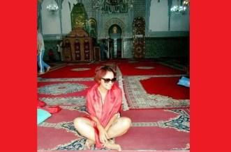 صورة مثيرة لمرشحة بالانتخابات التونسية داخل مسجد بالمغرب تُثير استياءً كبيراً