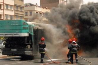 الدار البيضاء.. سائق يتسبب في إحراق حافلة