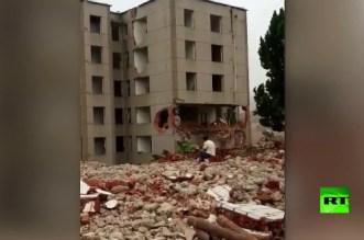 بالفيديو.. صيني ينجو من موت محقق في آخر لحظة