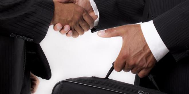 تفويت صفقات عمومية لشركات وهمية يجرّ مسؤولين إلى التحقيق