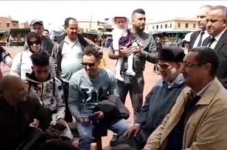 """بالفيديو.. بنكيران وسط """"الحلقة"""" بجامع الفنا"""