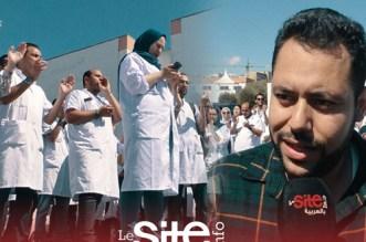 بالفيديو.. حناجر أطباء مستشفى ابن رشد تصدح بشعارات تضامنية مع طلبة الطب