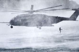 إنقاذ طاقم وركاب مروحية سقطت في مياه البحر المتوسط