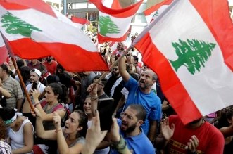 شوارع لبنان تغصّ بالمتظاهرين والضغط يتزايد على حكومة الحريري