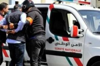 شخص هائج يحاول الاعتداء على والديه والشرطة بالعيون والأمن يدخل على الخط