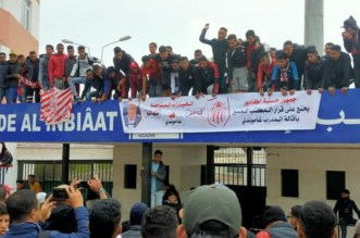 أنصار حسنية أكادير يتجمهرون أمام مقر النادي ويطالبون بإعادة غاموندي