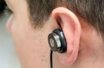 خطير.. سماعات الأذن تقتل أربعينيا أثناء مشاهدة مباراة لكرة القدم