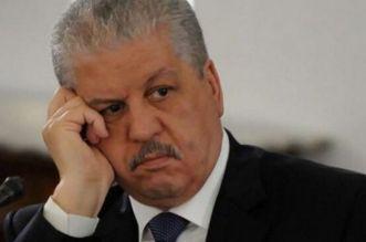 خلال محاكمته.. شاهد رئيس وزراء الجزائر الأسبق باكيا -فيديو