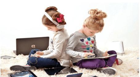 دراسة: إكثار الأطفال من استخدام الأجهزة الرقمية يقلل إنجازهم للواجبات المدرسية