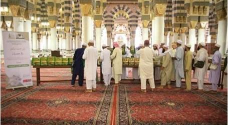 توزيع 35 ألف مصحف على زائري المسجد النبوي