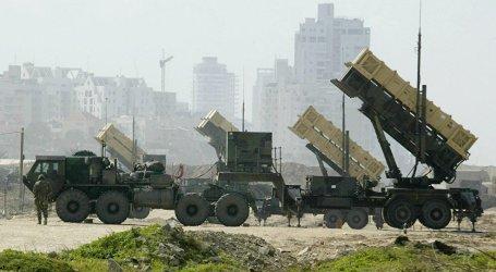 الحوثي يطلق صاروخا حوثيا نحو نجران
