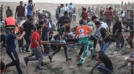 الجيش الإسرائيلي يقتل 3 فلسطينيين ويجرح 80 ويقصف موقعين بغزة