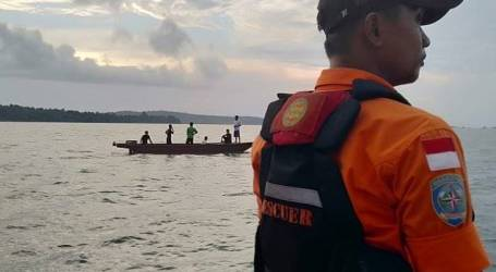 فريق البحث والإنقاذ يواصل البحث عن شخص مفقود في مياه جزيرة باكونج