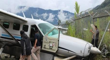 انزلاق طائرة تابعة لشركة ديمونيم أثناء هبوطها في مدرج مطار بابيا بموليا