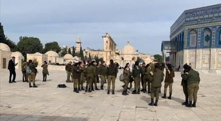 إصابات في اقتحام الشرطة الإسرائيلية للمسجد الأقصى فجرا