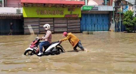 فيضانات منطقة باندونغ  عطلت حركة السكان بسبب الأضرار البيئية