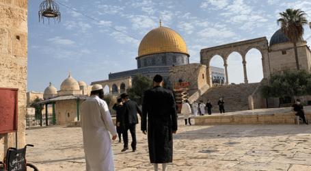 الاحتلال يعتقل مقدسيا تصدى لاقتحام الأقصى