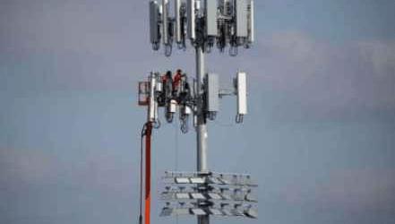 الاتصالات الإسرائيلية تجتاح الضفة وتهدد بانهيار نظيرتها الفلسطينية (تقرير)