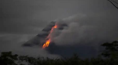 جبل ميرابي يطلق سحبًا شديدة الحرارة جنوبًا تصل إلى 1.5 كيلومتر
