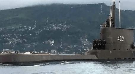 السفن الحربية الإندونيسية تشيد بطاقم الغواصة الغارقة