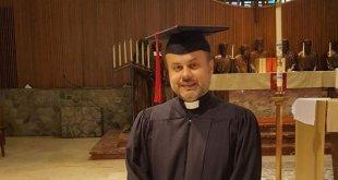 حصول الاب أمير بريخا على شهادة الماجستير في علم اللاهوت النظامي من جامعة القديسين سيريل وميثوديوس في مشيكان