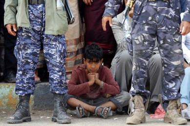 الأطفال والنزال المسلح في اليمن (رويترز)