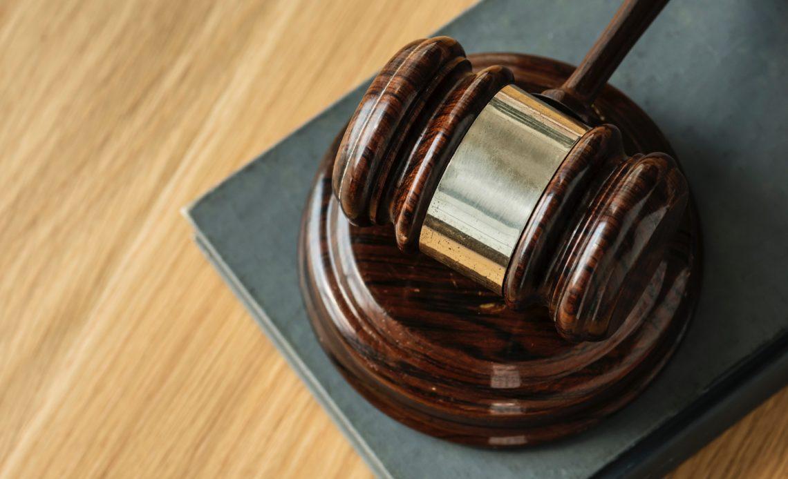 محامي التيثر