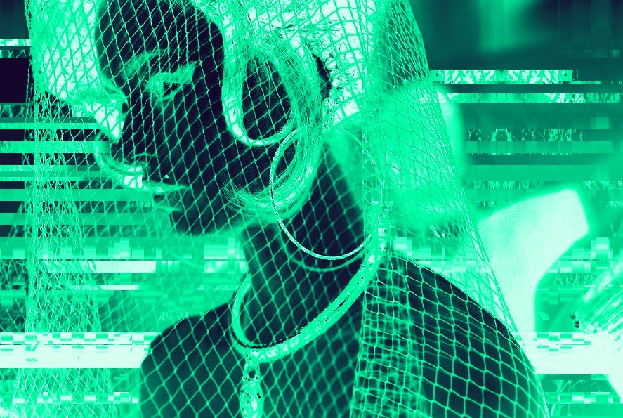القبض على فتاة بتهمة سرقة الملايين من الدولارات بواسطة العملات الرقمية