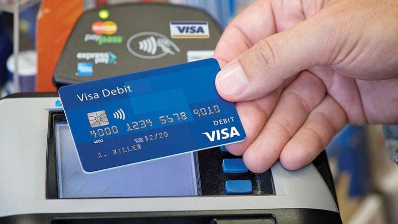 """بطاقة """"فيزا"""" جديدة تكافئ المستخدمين بالبيتكوين عند عمليات الشراء"""