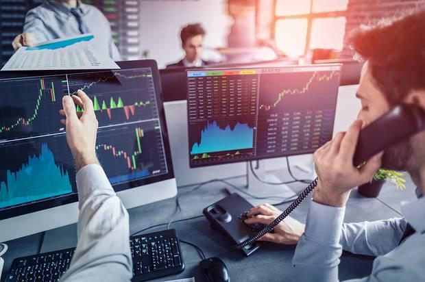 تقرير: المستثمرون المؤسسات يستمرون في شراء البيتكوين من مستويات 49 - 50 ألف دولار